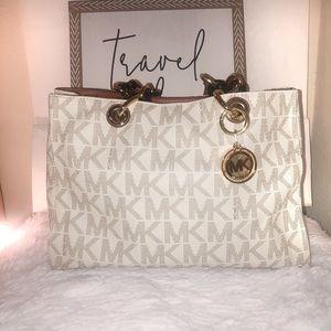 Authentic Michael kors purse ✨